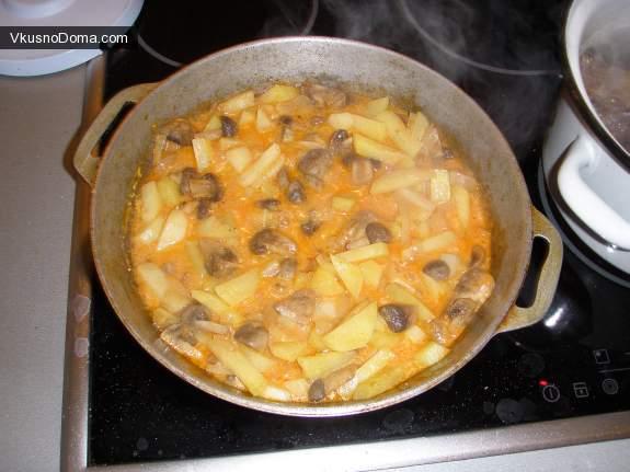 Как пожарить картошку с тушенкой на сковороде пошаговый рецепт с